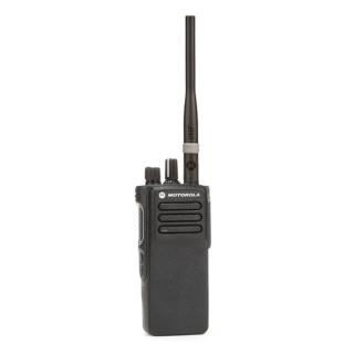 Motorola MOTOTRBO™ DP4400e VHF MDH56JDC9VA1AN v provedení se širokopásmovou anténou