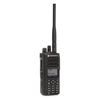 Motorola MOTOTRBO™ DP4800e VHF, model MDH56JDN9VA1AN, provedení se standardní širokopásmovou VHF anténou